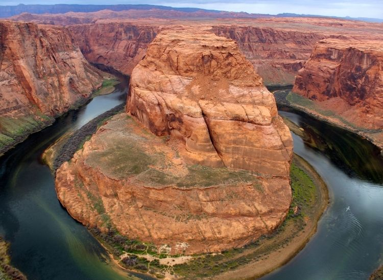 Expansive views of this dramatic bend in the Colorado river at Arizona