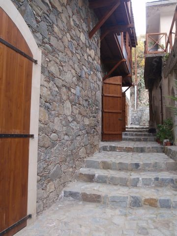 The House of the Metropolite of Kyrineias is located in the Kalopanayiotis village , situated in the Nicosia district. It includes both the Lavrentios Museum as well as the Culture and Convention Centre.